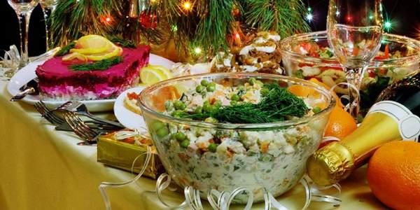 Новогодний стол с закусками