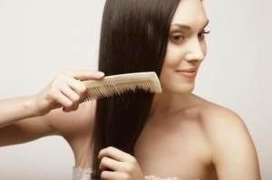 Волосы расчесать