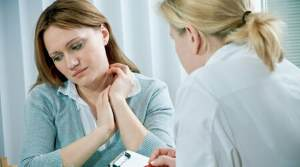 Выделение белей у женщин (с запахом и без): фото, причины