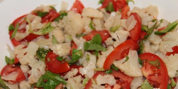 Салат из капусты и помидор