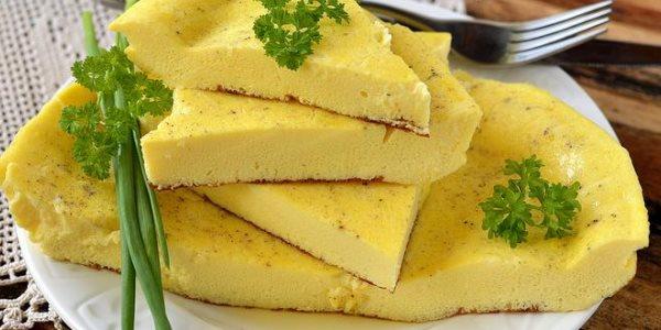 как приготовить омлет на сковороде