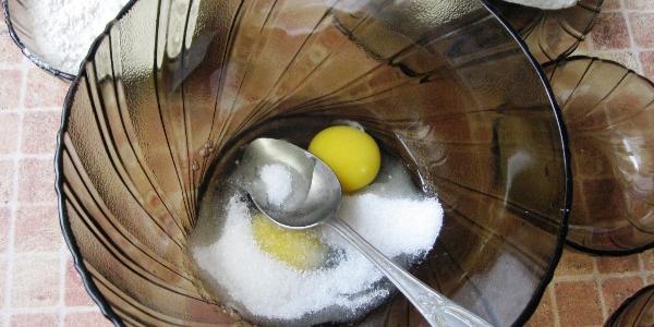 Сахар с яйцами