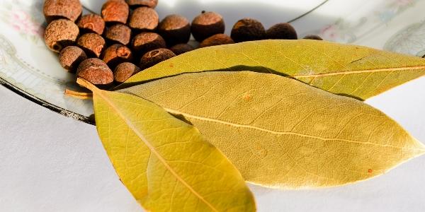 Перец и лавровый лист