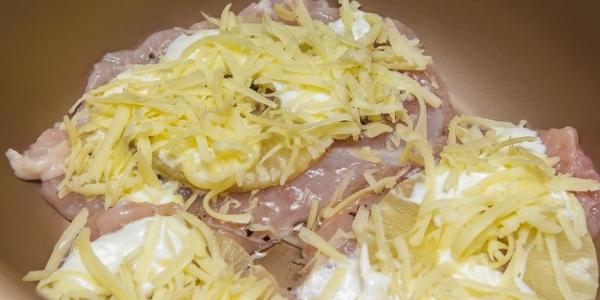 Сыр на ананасах