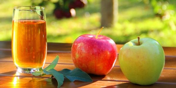 Сок и яблоки