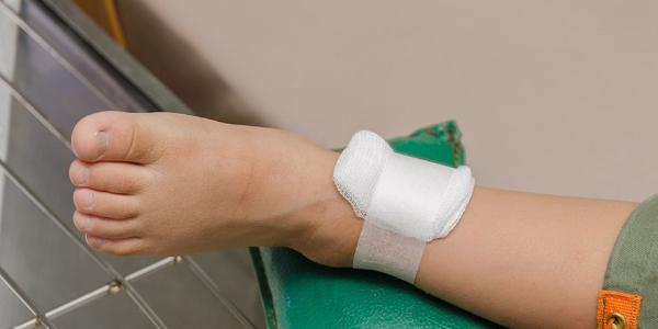 Забинтовать рану