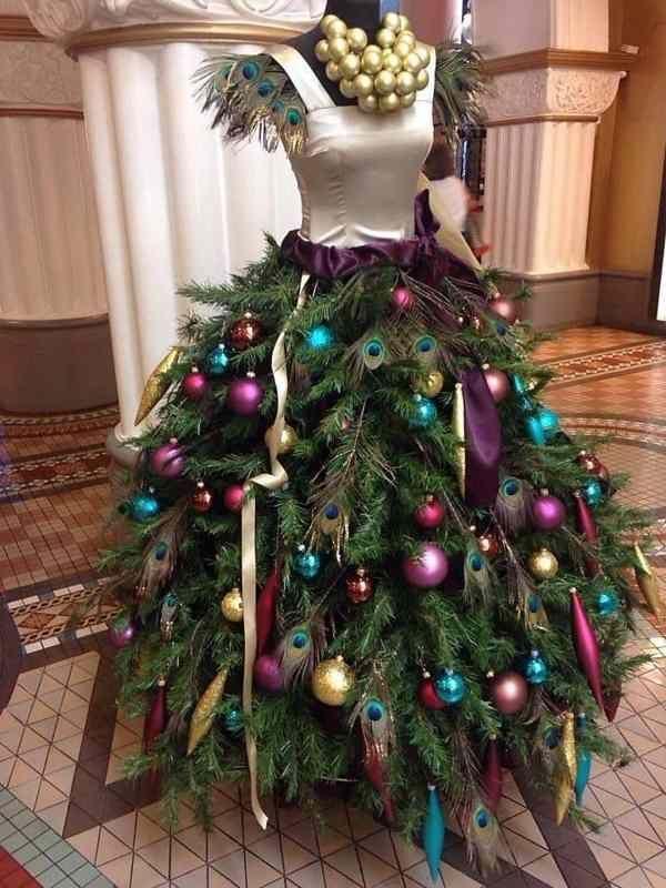 елка в виде платья или наоборот