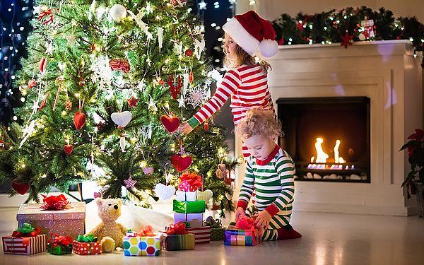 процесс украшения елки на новый год 2019
