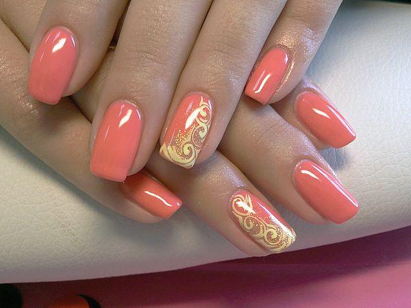 коралловый цвет ногтей