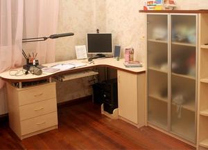 Угловой письменный стол