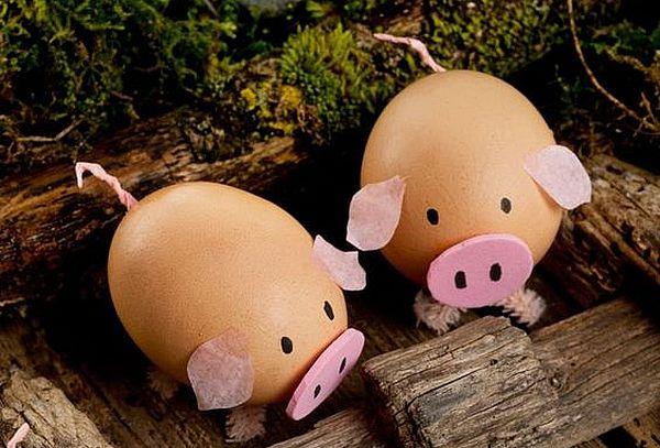 две свиньи из куриных яиц
