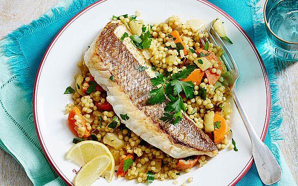 новогодний салат из рыбы с кус-кусом