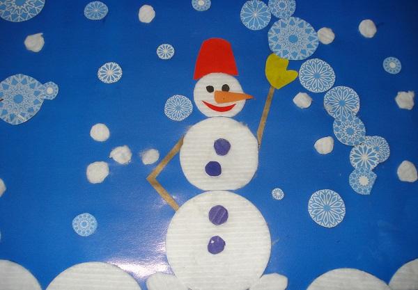 Снеговик и снежинки
