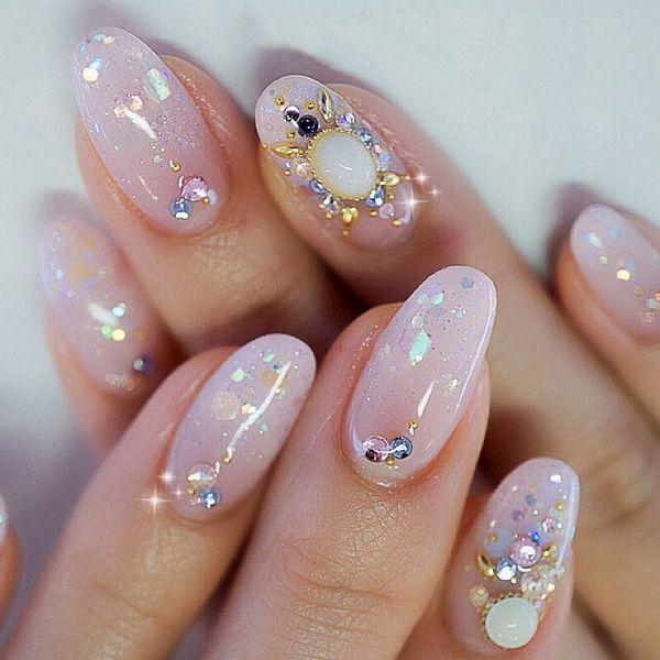 стразы в дизайне ногтей