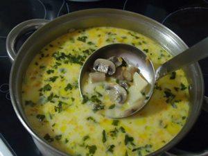 Первое блюдо из сыра и шампиньонов