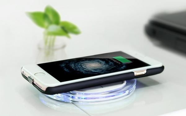 Зарядка телефона с помощью беспроводной зарядки