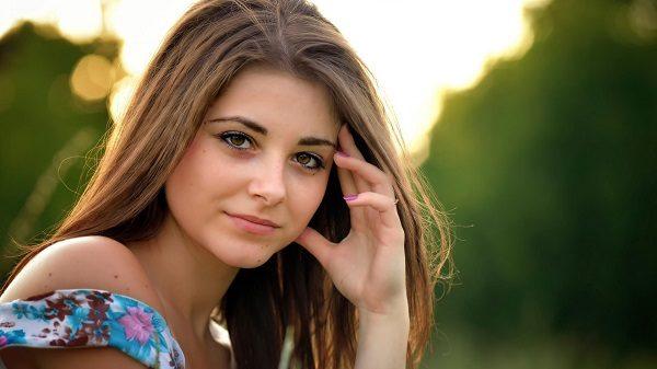 Здоровые волосы, ногти и кожа у женщины