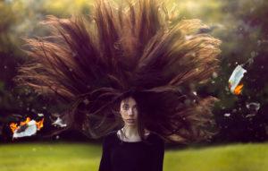 влияние ветра на волосы