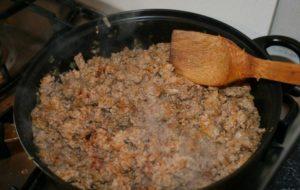 Приготовление мясной начинки