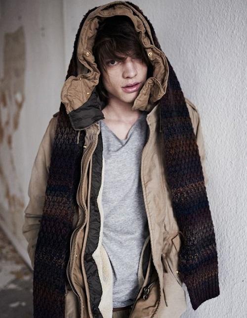 Шарф на пальто с капюшоном