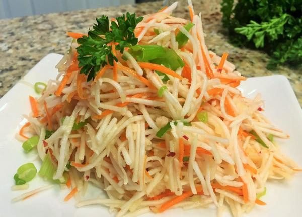 Салат сморковью и черной редькой