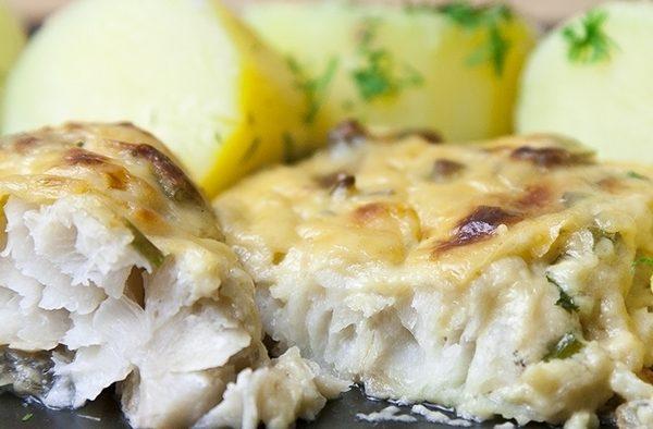 Рыба в сметанно-грибном соусе