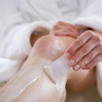 Снятие крема и лишней растительности с ног