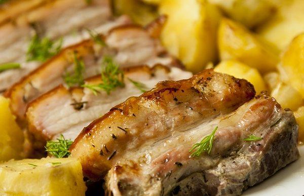 Приготовление свиной грудинки в духовке