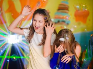 Дети веселяться