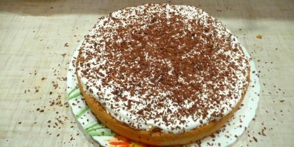 Торт посыпать шоколадом