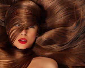 теплый оттенок каштанового цвета волос
