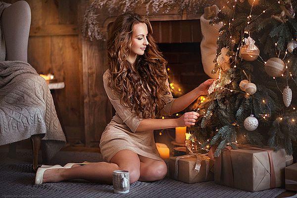 девушка в новогоднем платье