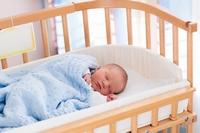 Как приучить ребенка к кроватке