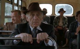 Пенсионер в общественном транспорте