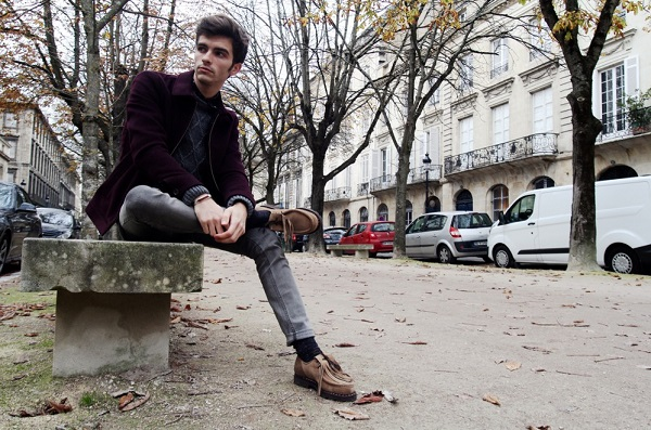Мужчина на скамье
