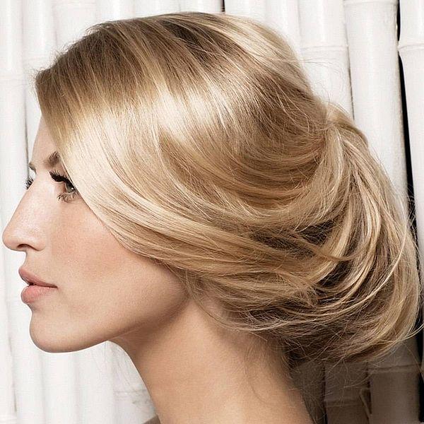 новогодняя прическа для светлых волос