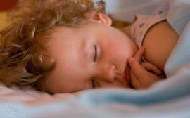 Ребенок во сне скрипит зубами