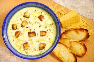 Суп из сыра с добавлением гренок