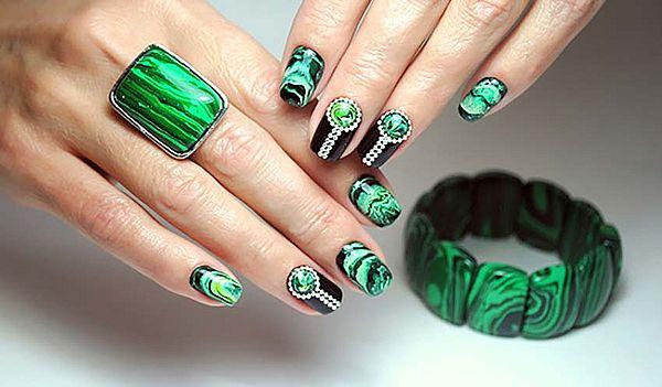 текстура камня на ногтях