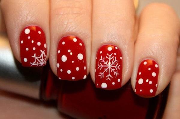 Зимний дизайн на коротких ногтях