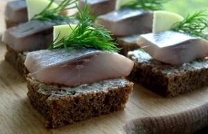 Бутерброды избородинского хлеба исельди