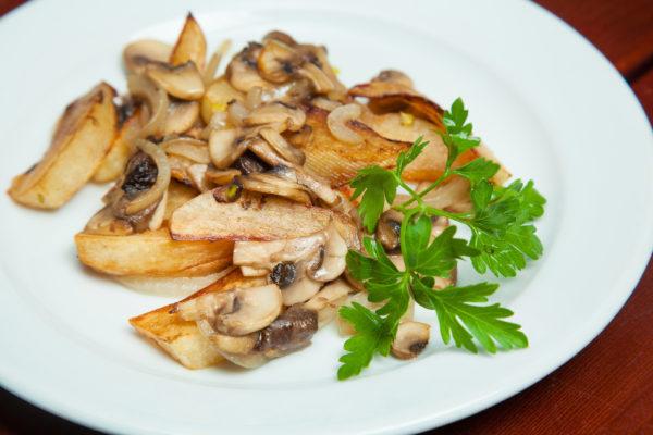 Деревенская картошка с шампиньонами