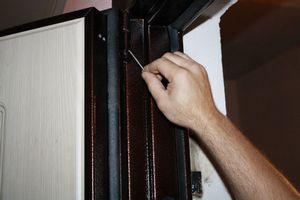 Установка изделия на дверь