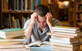 Студент за учебой