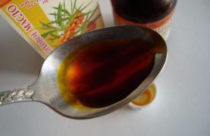 Ложка с маслом для приготовления маски