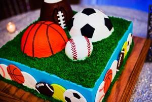 торт с мячами