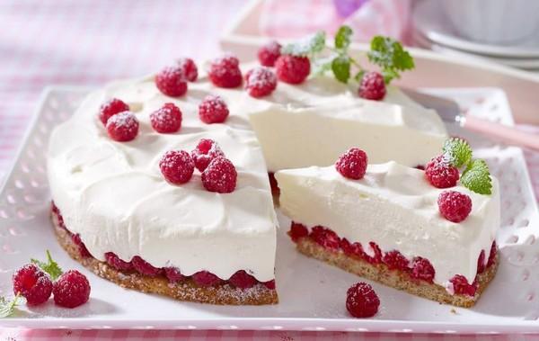 десерт из творога с малиной
