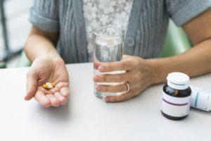 Прием медикаментов при головной боли