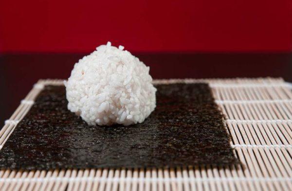 шарик риса и нори