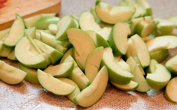 зеленые яблоки для шарлотки